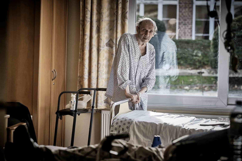 patient dans sa chambre d'hôpital